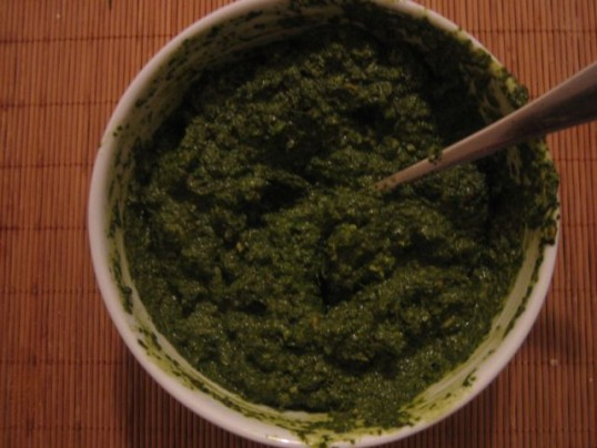 bowl-of-pesto-sauce