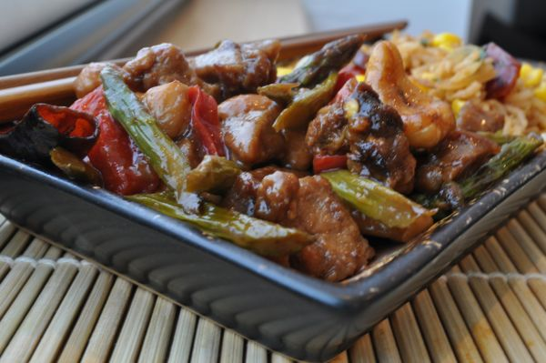 kung pao seitan with asparagus and red bellpeppers